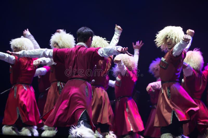 Rede des nationalen georgischen Balletts Sukhishvili Georgische Tänzerausführung lizenzfreie stockbilder