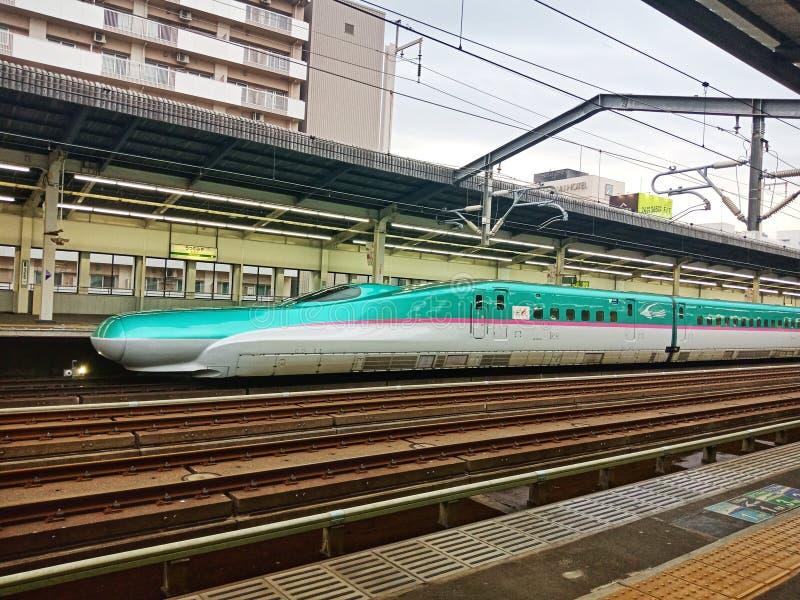 Rede do trem de alta velocidade no Tóquio, Japão foto de stock