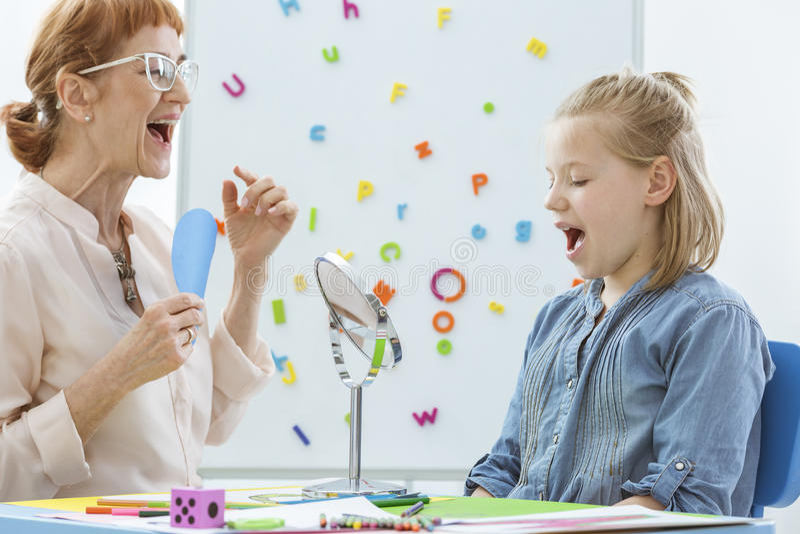 Rede und Sprachrehabilitation lizenzfreies stockbild