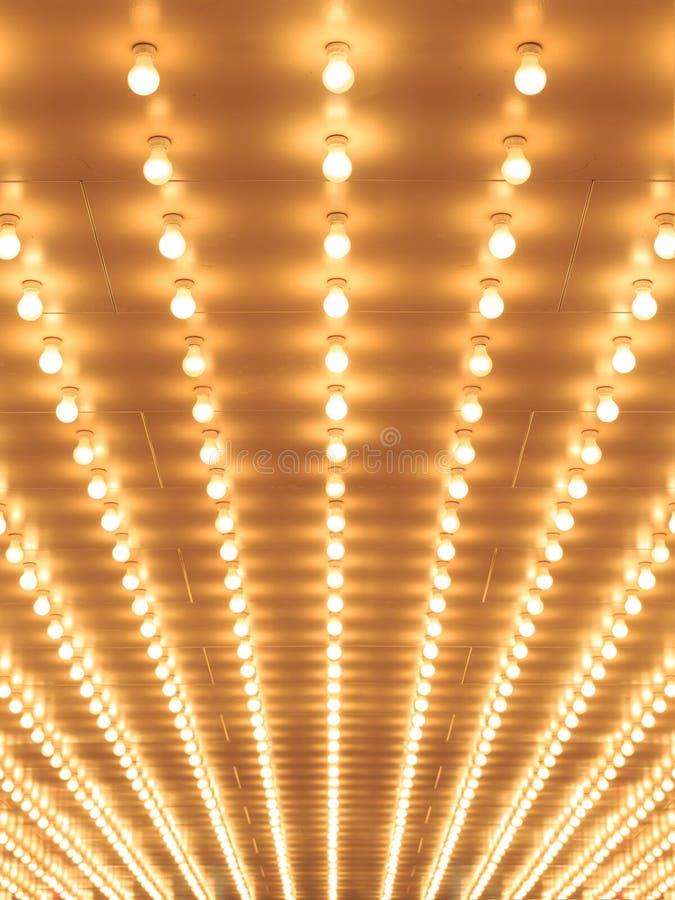 Reden Sie Theaterfestzelt-Lichtgehweg zum Theater an lizenzfreies stockfoto
