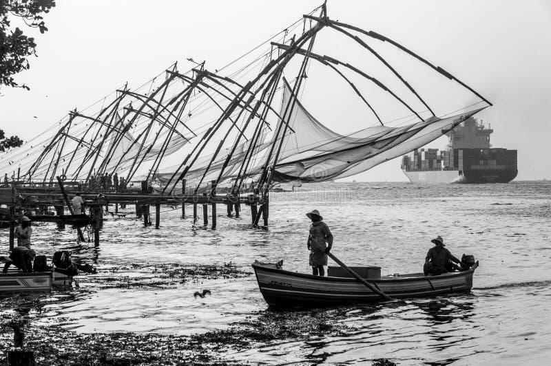 Redes de pesca chinas en Cochi, Kerala, la India imágenes de archivo libres de regalías