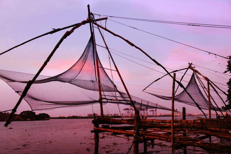 Redes de pesca chinas en el fuerte Kochi imagen de archivo libre de regalías