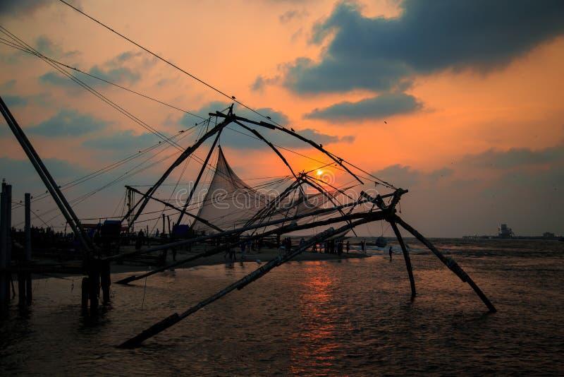 Redes de pesca chinas en el fuerte Kochi fotografía de archivo