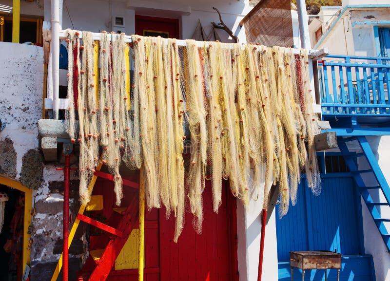 Redes de pesca em Klima Milos console, Greece foto de stock