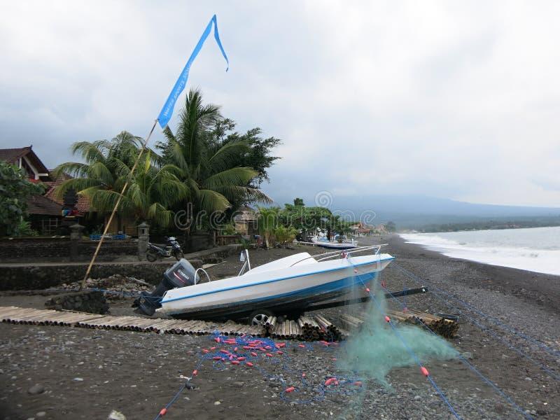redes de pesca en la playa fotos de archivo libres de regalías