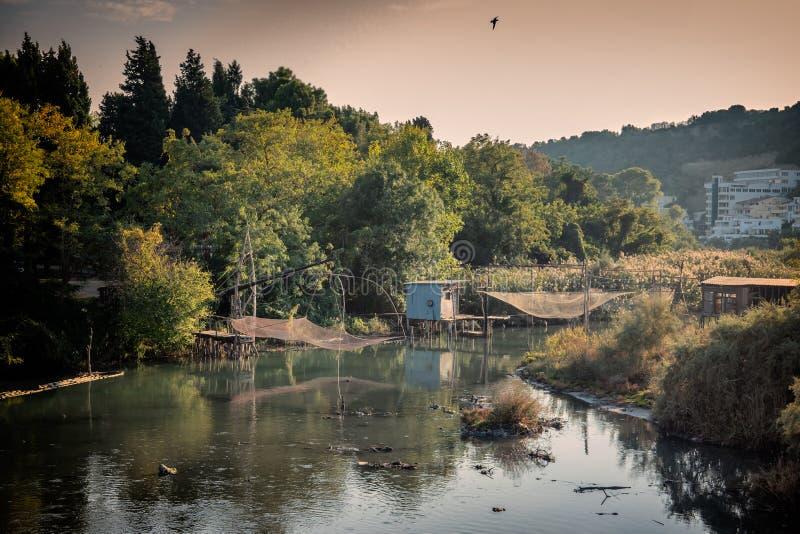 Redes de pesca locales en una Laguna en Ulcinj en Montenegro imagen de archivo libre de regalías