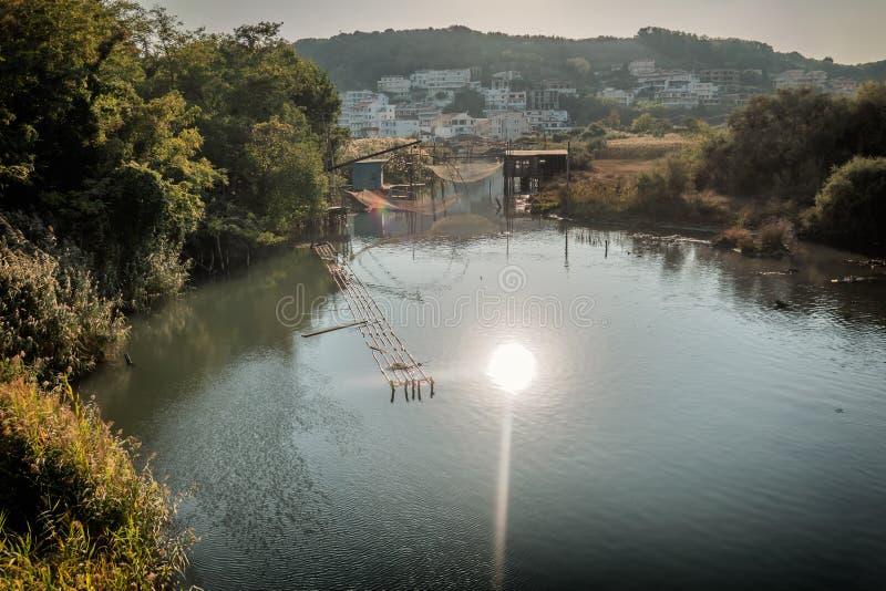 Redes de pesca locales en una Laguna en Ulcinj en Montenegro imágenes de archivo libres de regalías