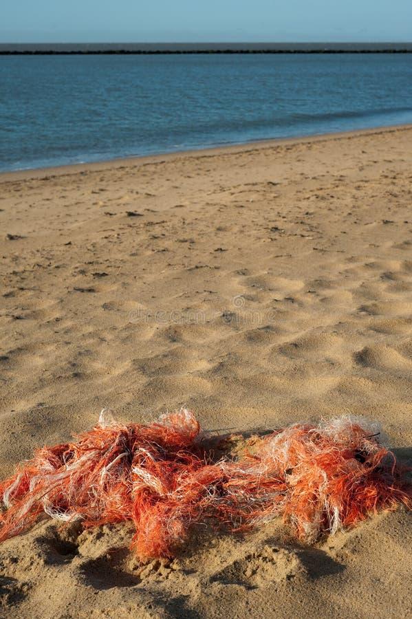 Redes de pesca na praia foto de stock