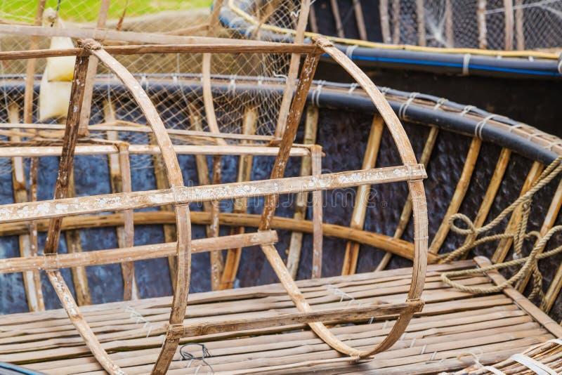 Redes de trampas pesqueras vietnamitas de los pescados del cangrejo de la langosta imagen de archivo