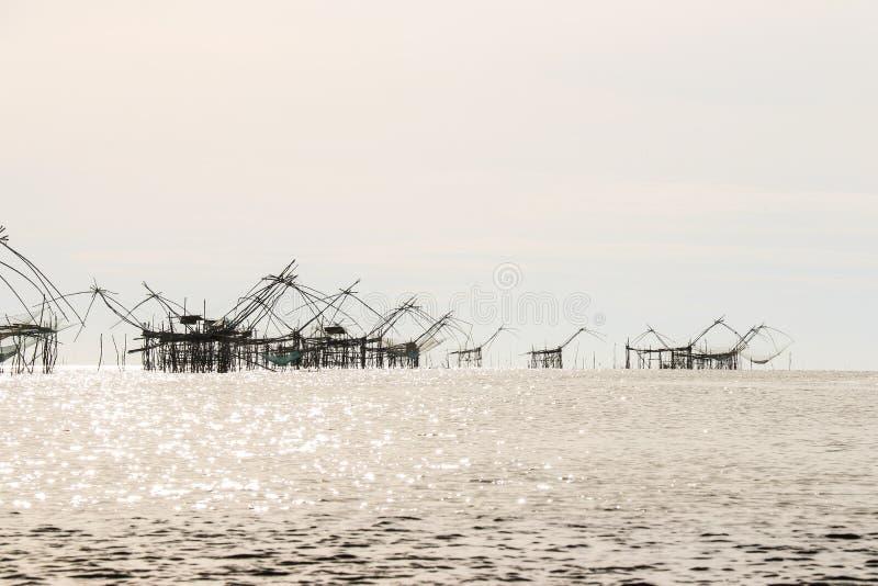 Redes grandes de la elevación de los pescados fotos de archivo