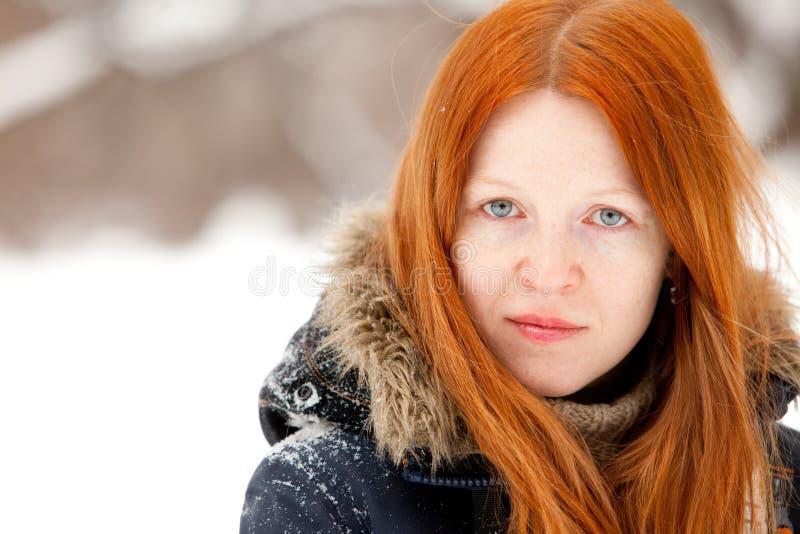 Redhaired jonge vrouw stock afbeeldingen