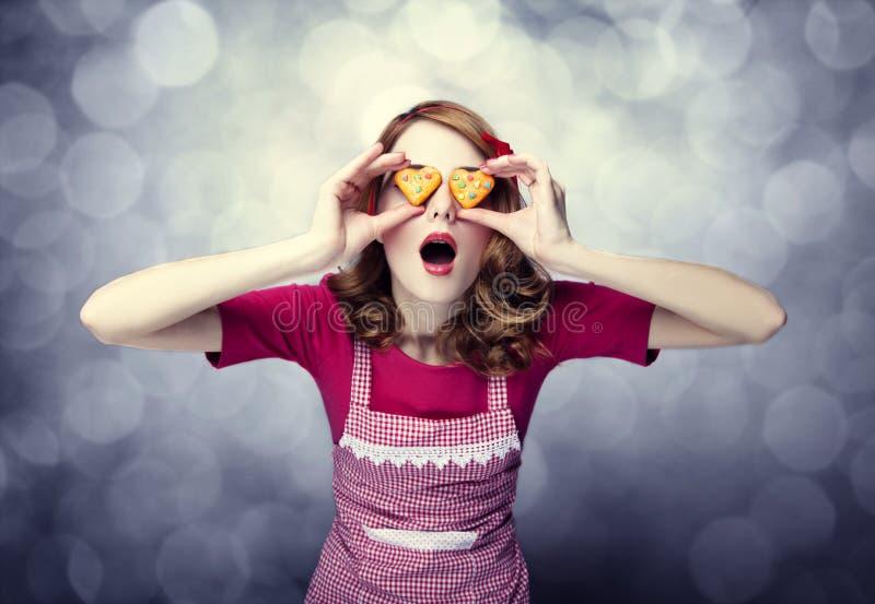 Redhead γυναίκες με τα μπισκότα στοκ φωτογραφίες με δικαίωμα ελεύθερης χρήσης