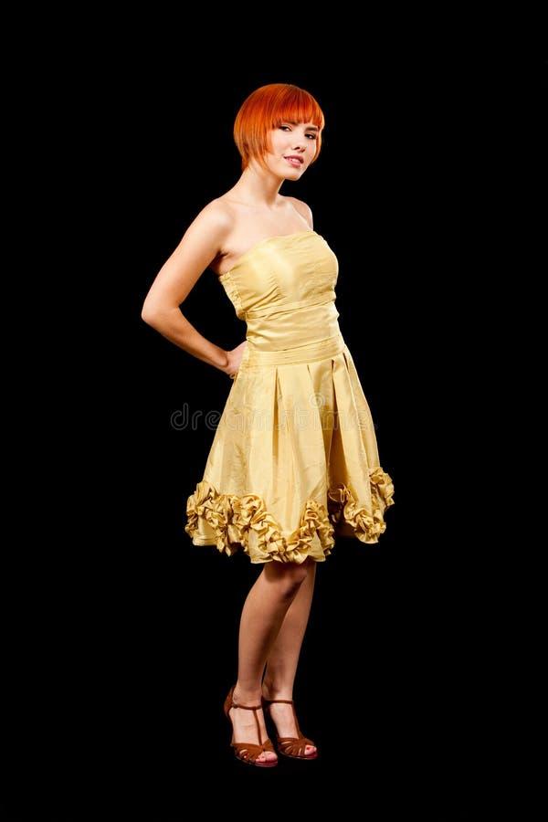 redhead κίτρινος φορεμάτων στοκ εικόνα