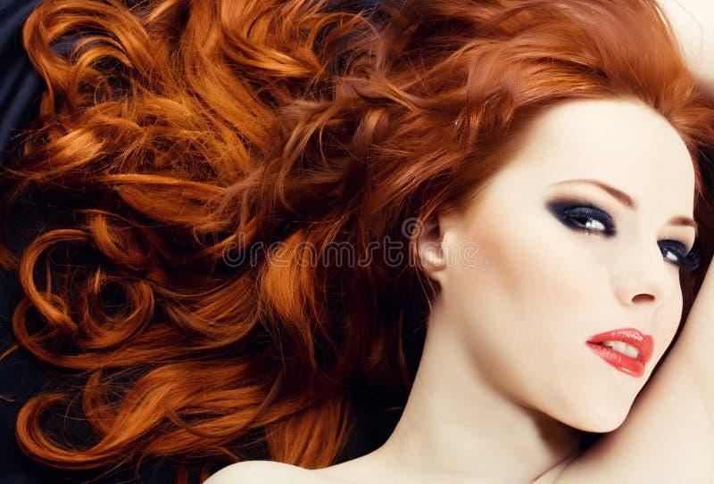 Redhead-Sinnlichkeit stockfotografie