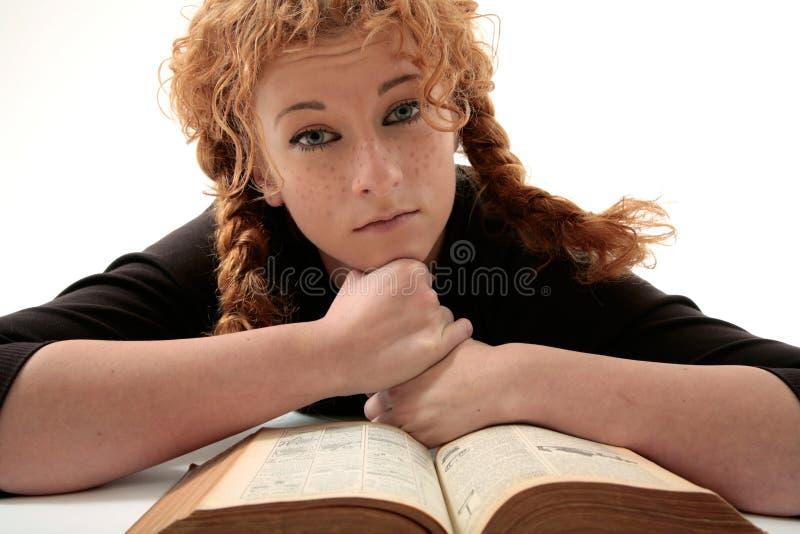 Redhead triste com livro imagem de stock royalty free