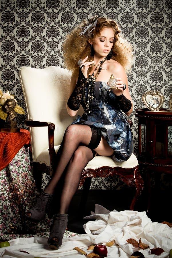 redheaded stilfullt för model doft fotografering för bildbyråer