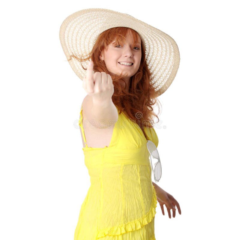 Redheadmädchen im gelben Sommerkleid lizenzfreies stockbild