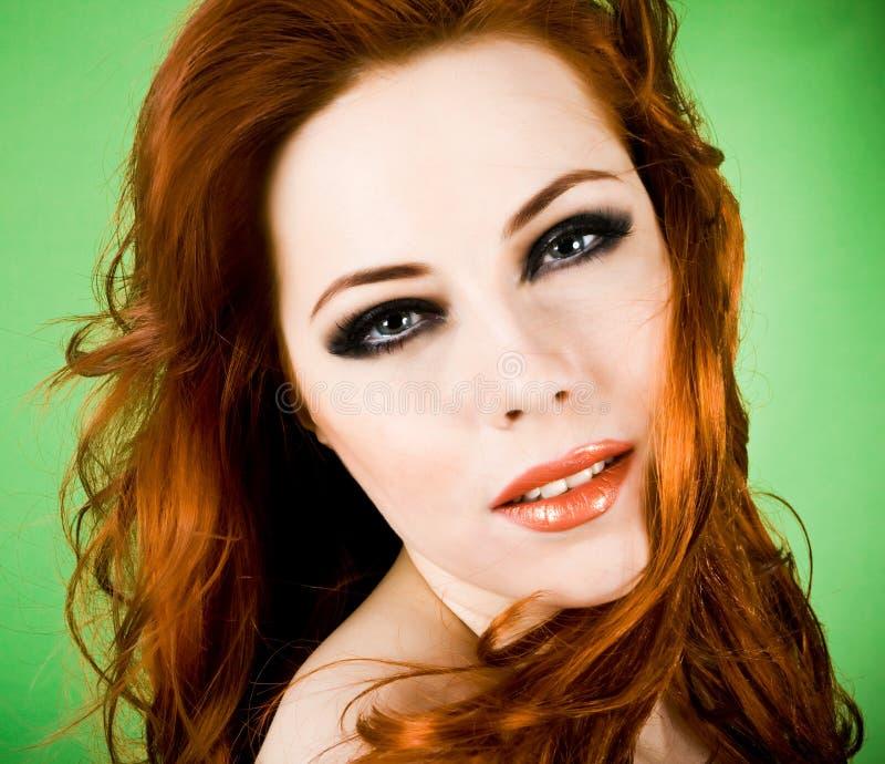 Redheadschönheit lizenzfreie stockbilder