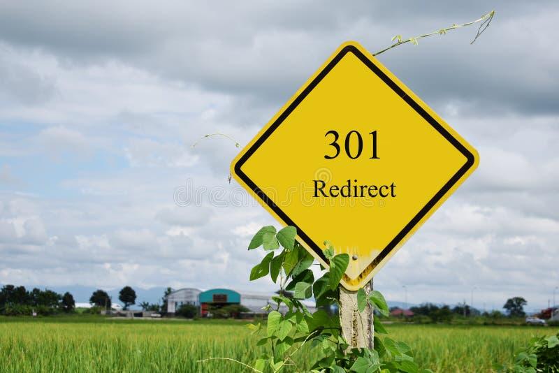 301 Redirect znaka ulicznego i rices pole w tle fotografia stock