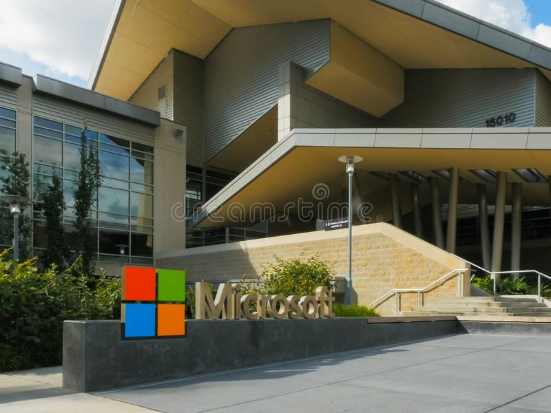 REDMOND, WASHINGTON, DE V.S. 3 SEPTEMBER, 2015: dichte buitenmening van microsoft hoofdkwartier de bouw stock fotografie
