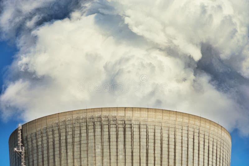 Redução das emissões da chaminé das centrais a carvão fotos de stock