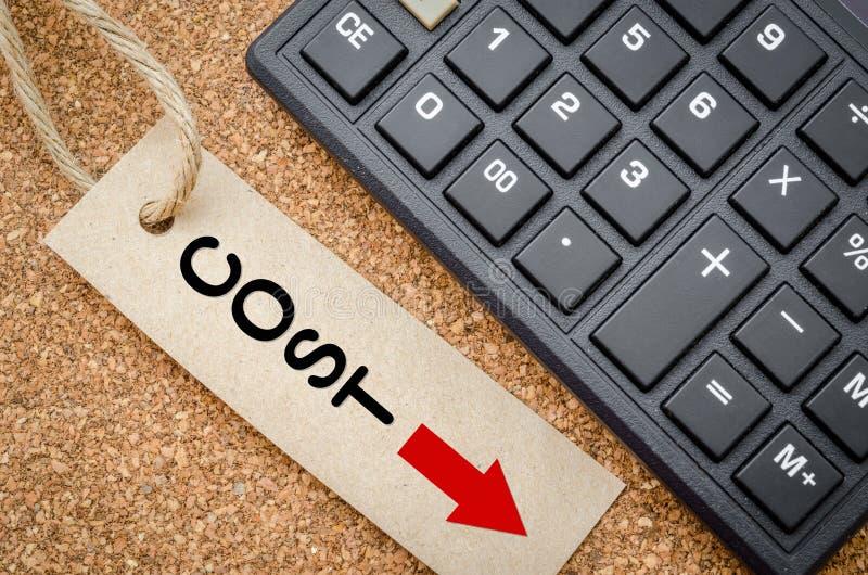 A redução de custos recicla sobre a etiqueta fotografia de stock