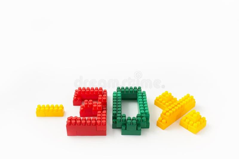 Reducción de precio en porcentaje Un descuento Figuras de un diseñador coloreado de los cubos en un fondo blanco imágenes de archivo libres de regalías