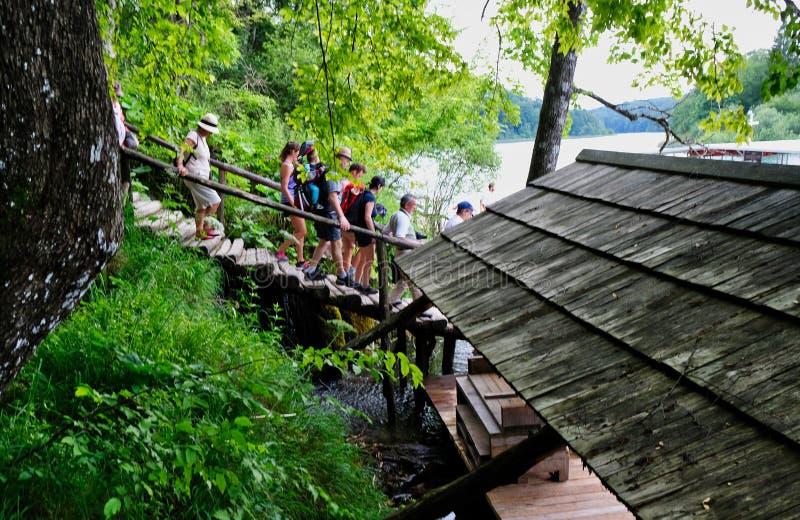 Reduce al muelle del barco de los lagos Plitvice, Croacia foto de archivo libre de regalías