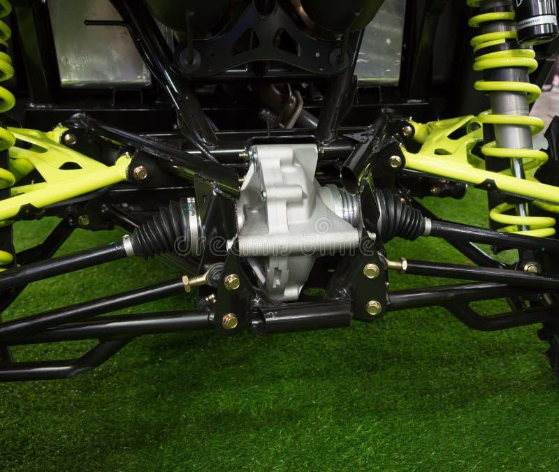 Reducer för bakre sikt och axel av den nya moderna traktoren arkivfoton