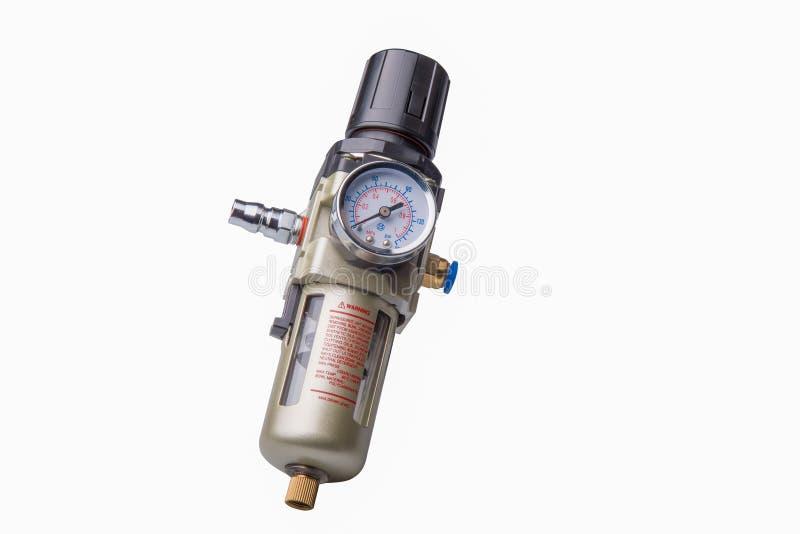 Reductor y etiqueta de advertencia de presión en el fondo blanco foto de archivo