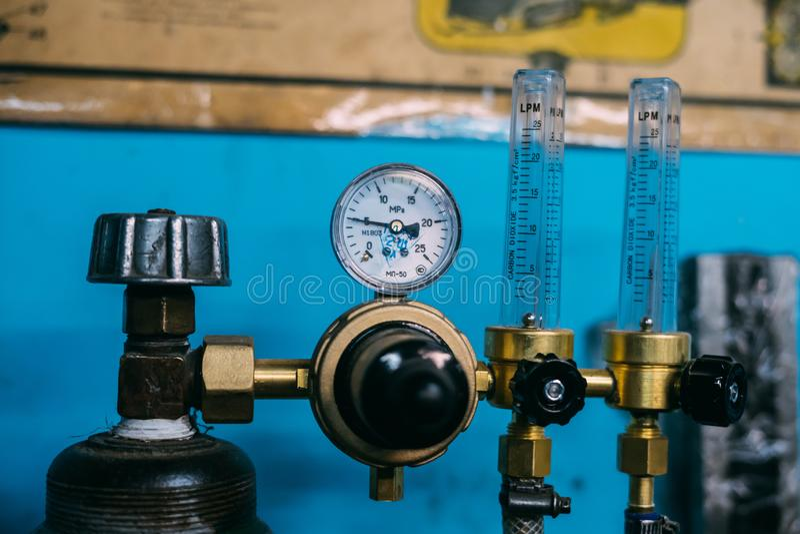 Reduser del cilindro del dióxido de carbono fotografía de archivo