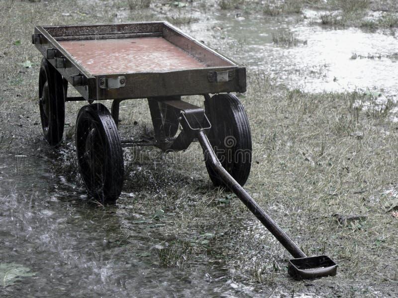 Download Redvagn för regn 2 arkivfoto. Bild av flöde, dusch, soaker - 238702