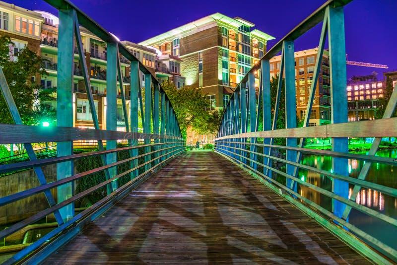 Reedy River Bridge i i stadens centrum Greenville, South Carolina fotografering för bildbyråer