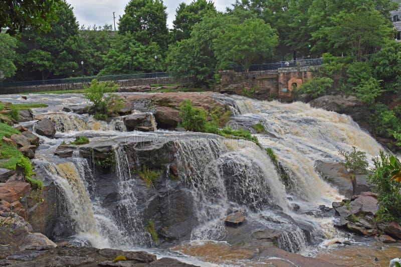 Reedy River Falls i i stadens centrum Greenville SC royaltyfri bild