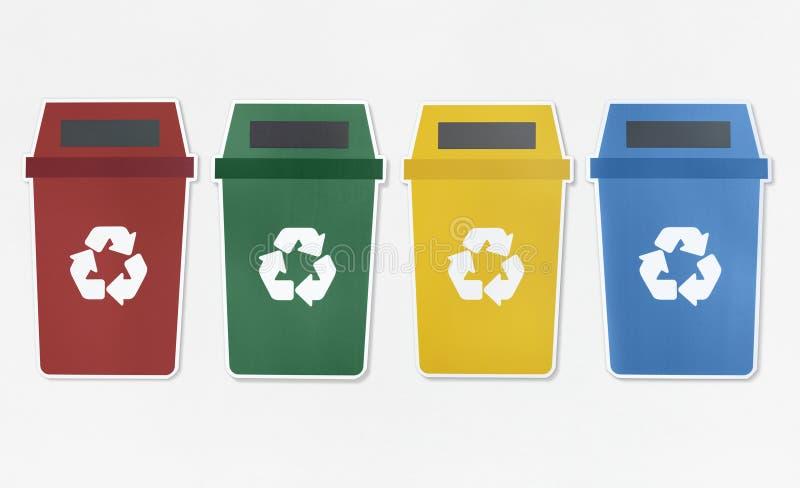Reeks afvalbakken met kringloopsymbool stock foto