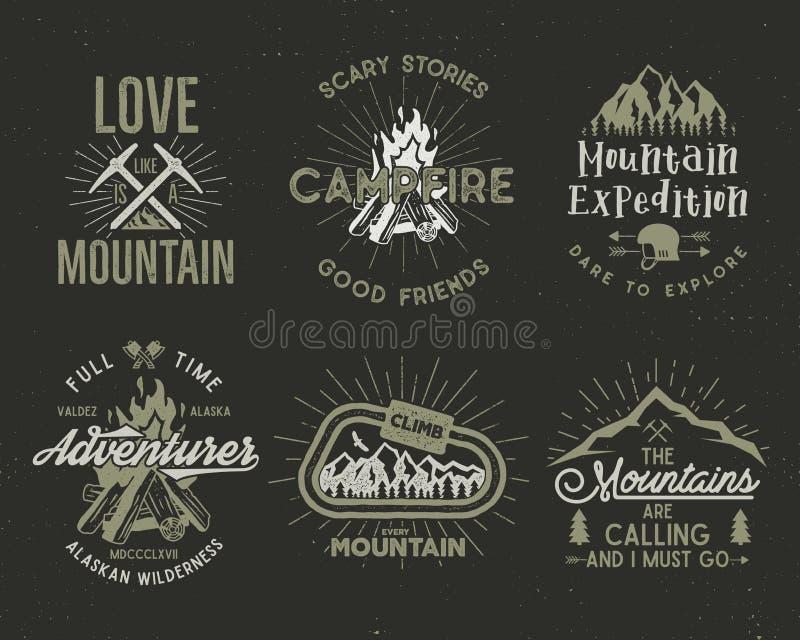 Reeks berg en het verkennen kentekens Het beklimmen van etiketten, de emblemen van de bergenexpeditie, de uitstekende emblemen va vector illustratie