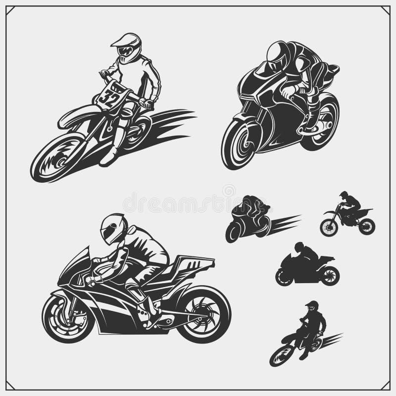 Reeks de silhouetten, de etiketten en emblemen van de motorsport Motocross springende ruiters, motoproef, motovrij slag en motor  stock illustratie