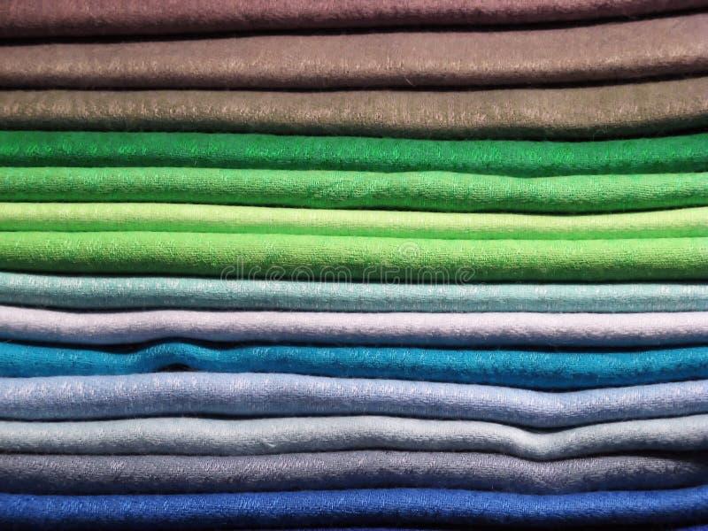 Reeks gekleurde kleren royalty-vrije stock afbeelding