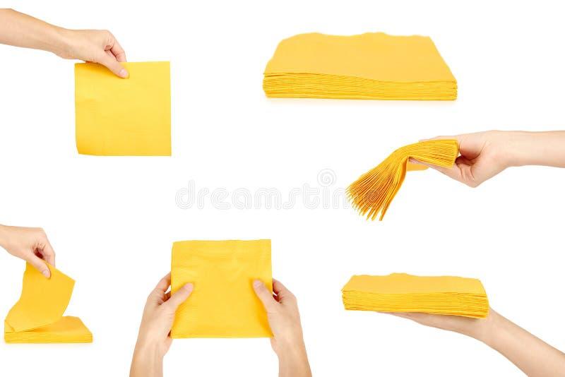 reeks gele Vierkante die Barservetten, vrouwenhand, op Witte Achtergrond wordt geïsoleerd stock afbeelding