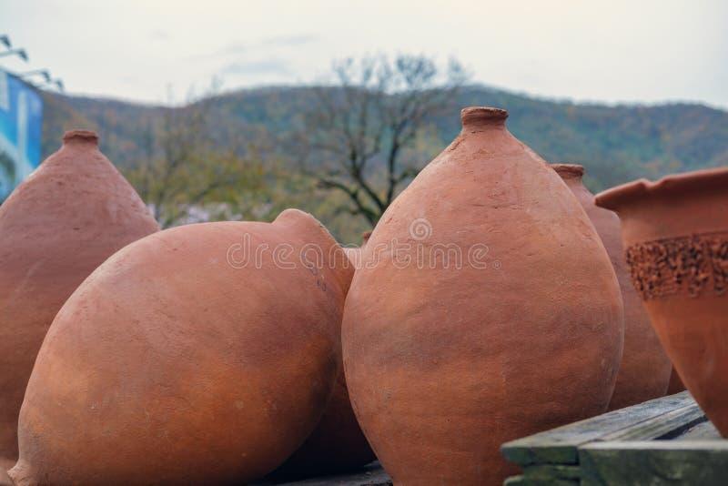 Reeks grote wijnkruiken royalty-vrije stock afbeelding