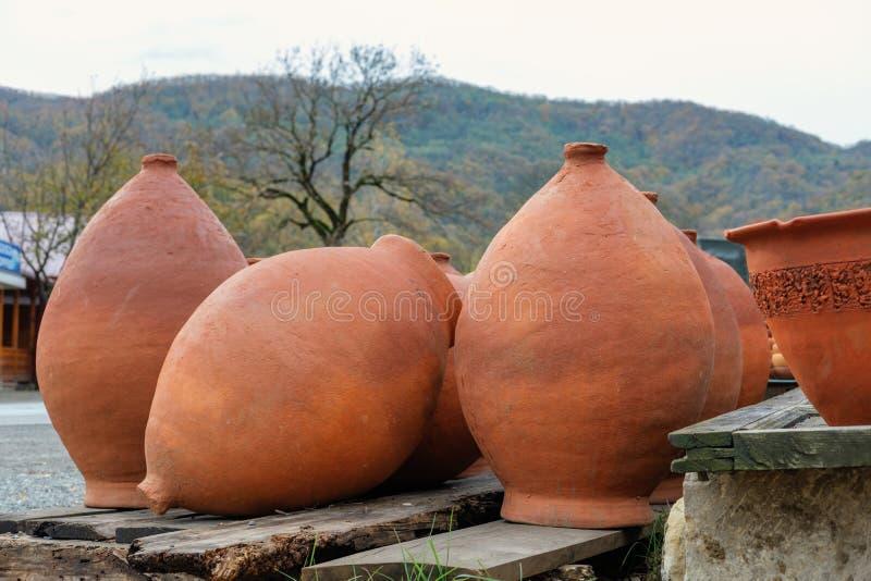 Reeks grote wijnkruiken royalty-vrije stock afbeeldingen