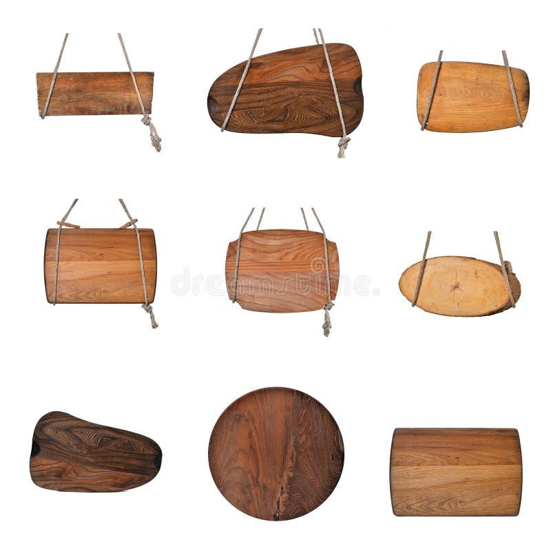Reeks hangende houten borden op metaalkettingen stock fotografie
