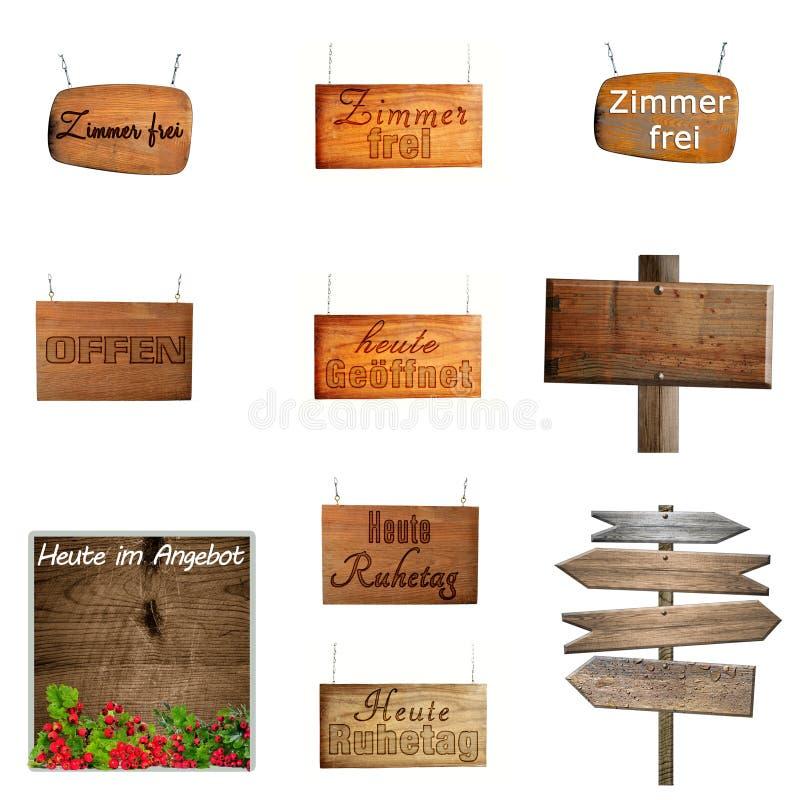 Reeks hangende houten borden op metaalkettingen royalty-vrije stock fotografie