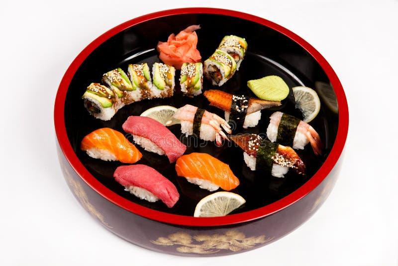 Reeks Japanse sushi op een plaat stock afbeelding