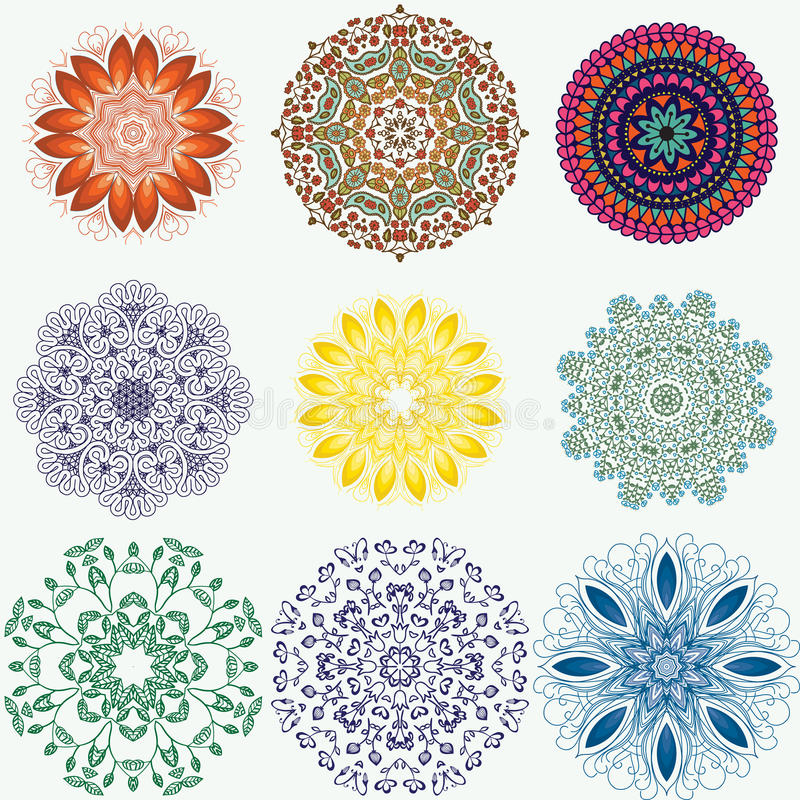 Reeks kleuren etnische sier bloemenpatronen Hand getrokken manda vector illustratie