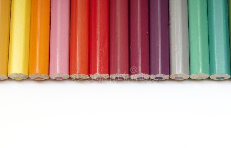 Download Reeks kleurenpotloden stock afbeelding. Afbeelding bestaande uit achtergrond - 10777421