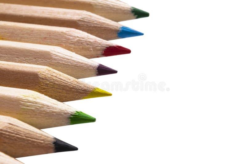 Reeks kleurenpotloden op witte achtergrond wordt ge?soleerd die Multicolored ge?soleerded potloden stock afbeeldingen