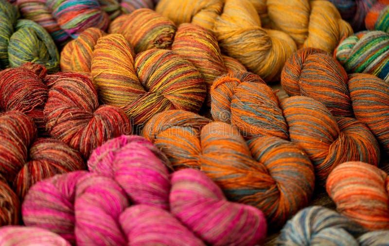 Reeks kleurrijke ballen van het wolgaren stock afbeelding