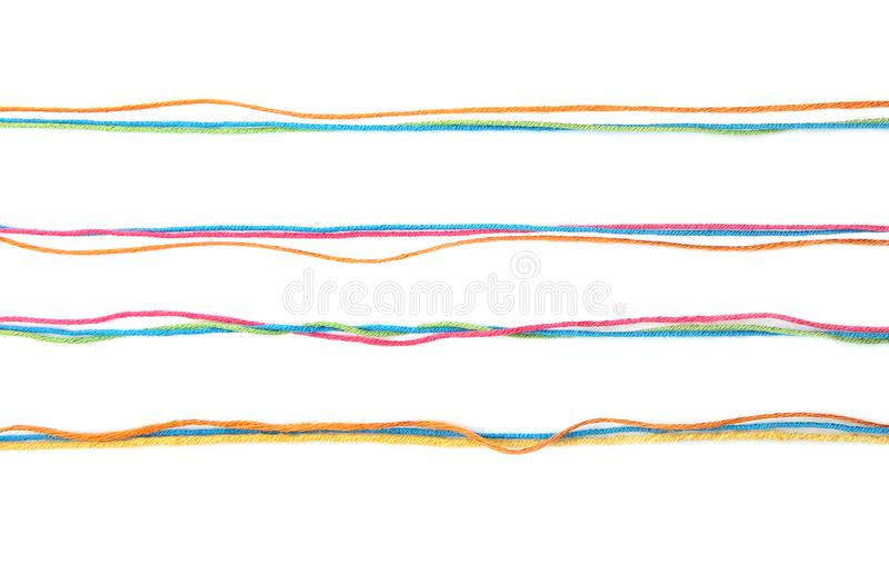 Reeks kleurrijke lijnen van katoenen die draad op witte achtergrond worden geïsoleerd stock fotografie