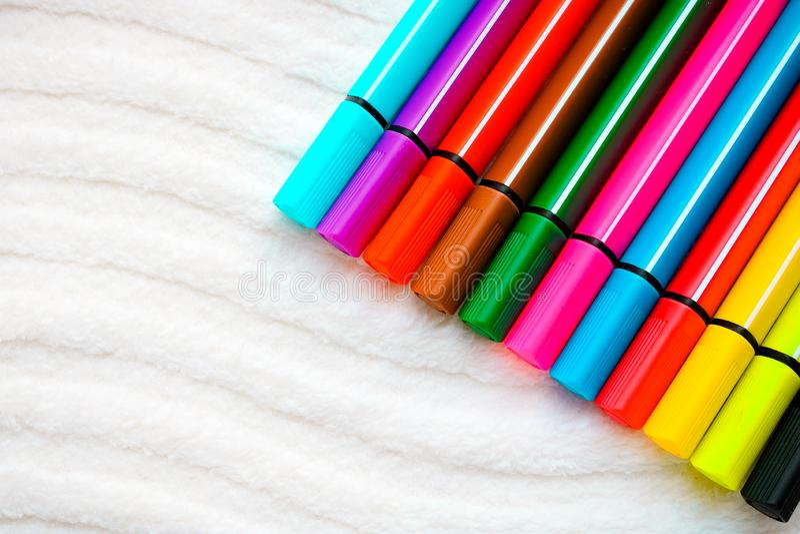 Reeks kleurrijke tellers op de witte achtergrond stock afbeeldingen